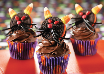 Black Cat Cupcakes for Halloween Party Favors