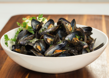 Savory Steamed Mussels in White Wine Broth