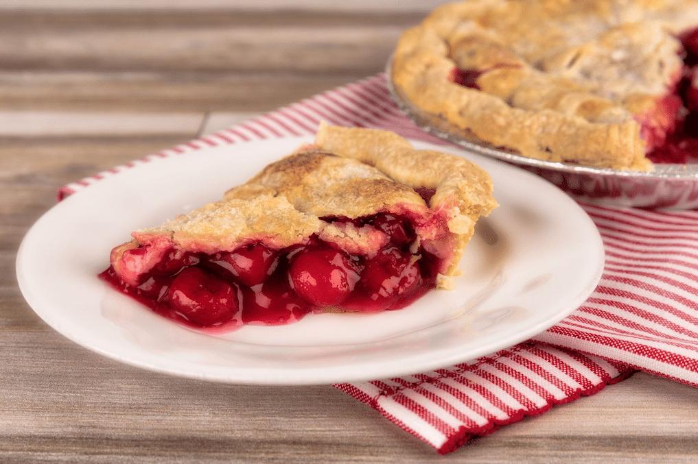 Village_pie_maker_Cherry_pie
