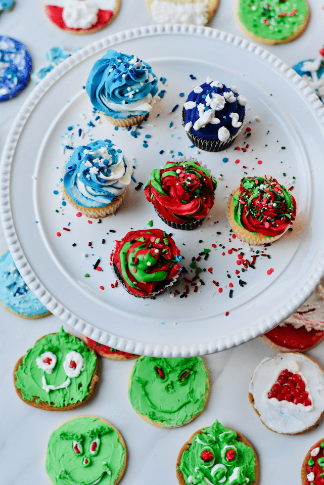 DIY_Holiday_Cupcake_Decorating