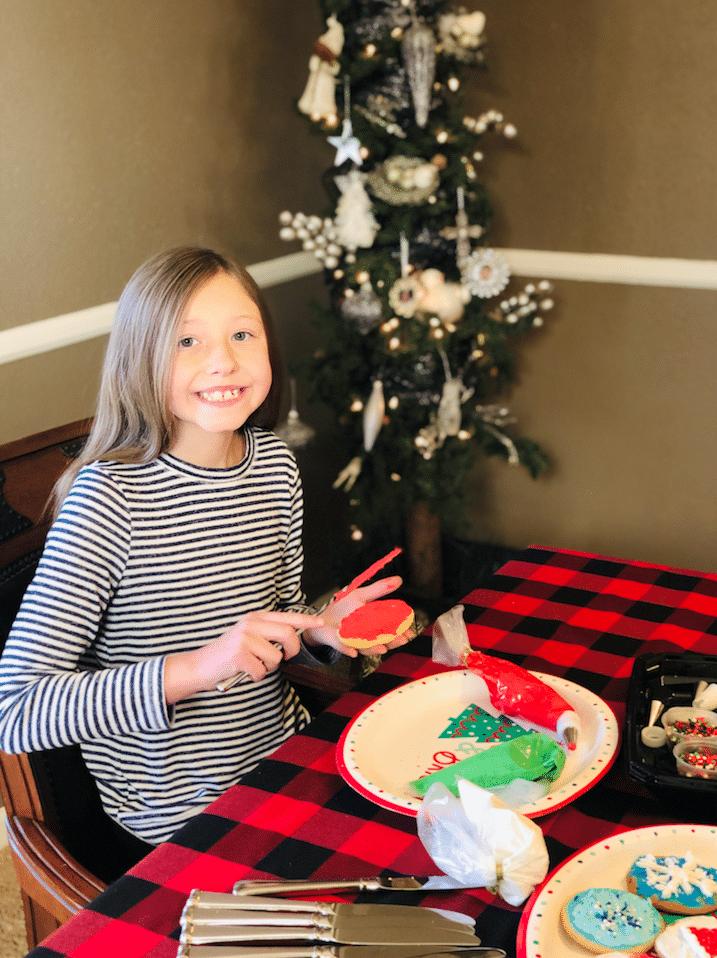 Stella_Decorating_Cookies