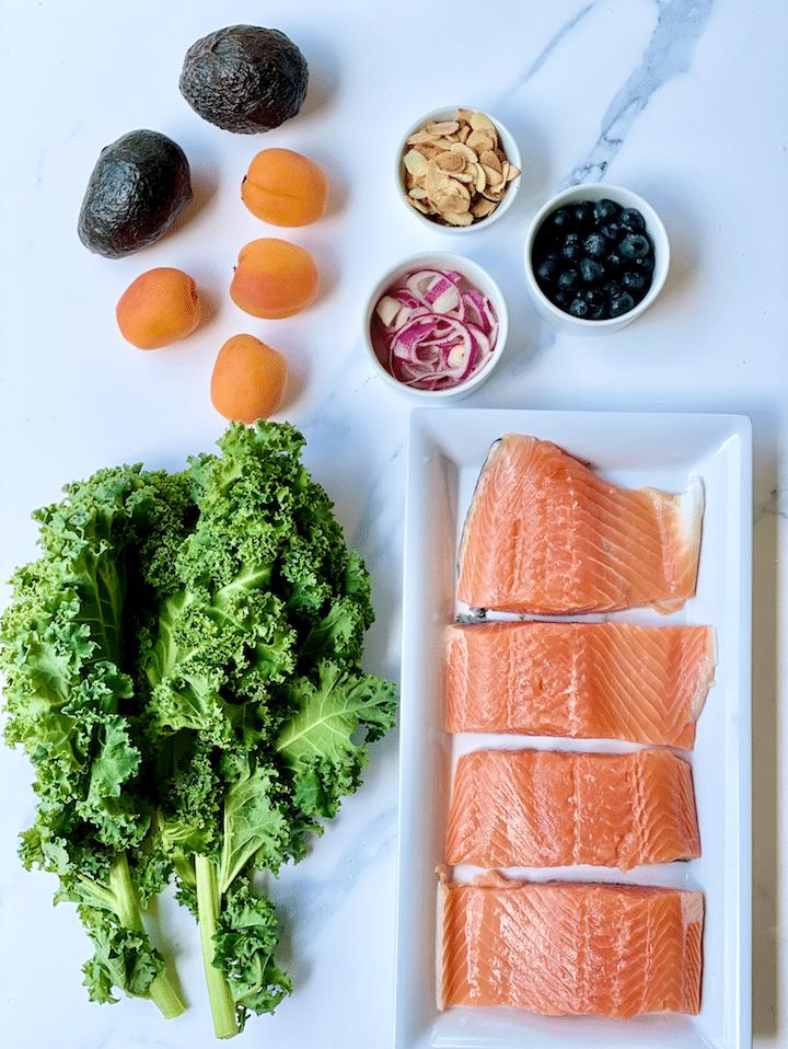 Kale_Salad_With_Salmon