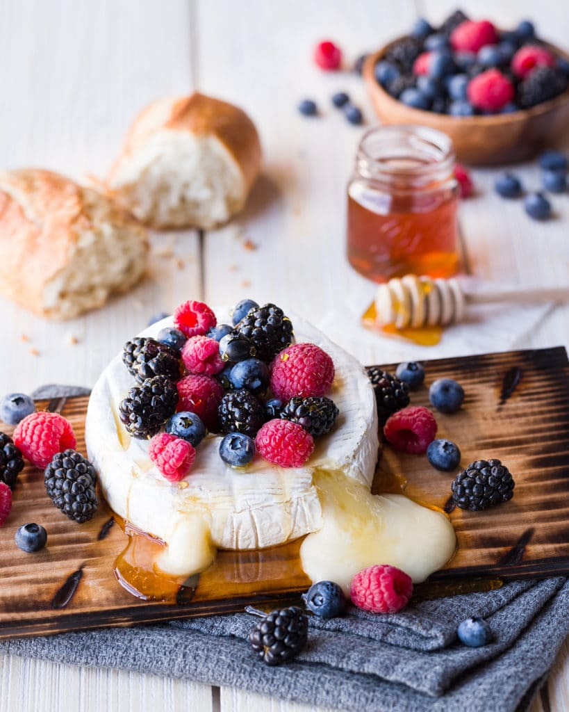 Grilled_Brie_and_Berries_SOCIAL