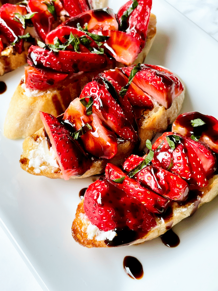 Strawberry_bruschetta_goat_Cheese_Crostini